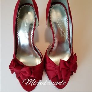 MICHAELANGELO SATINY HEELS IN RED, SIZE 7.5
